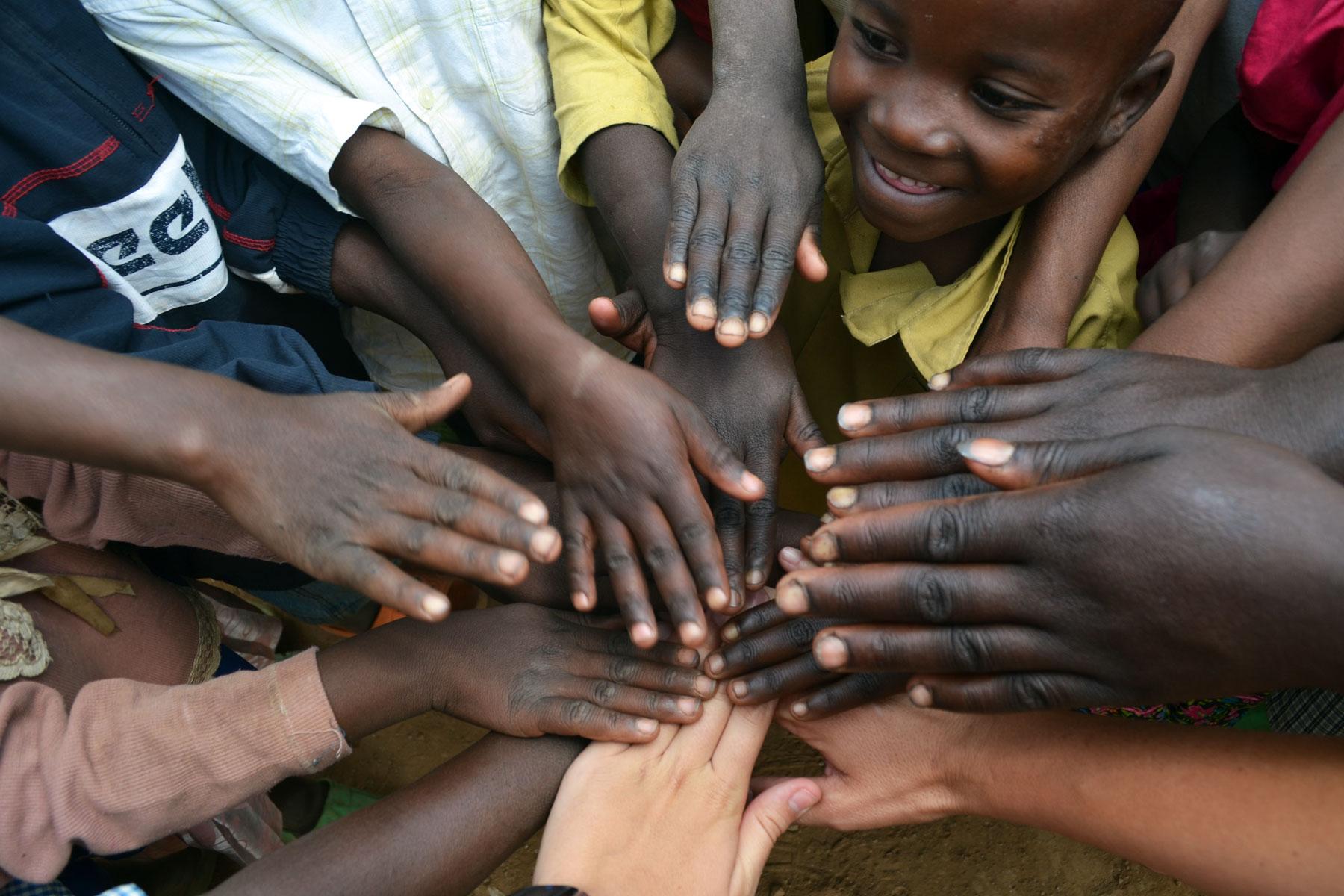 """""""Molta gent petita, en llocs petits, fent coses petites, poden canviar el món""""."""